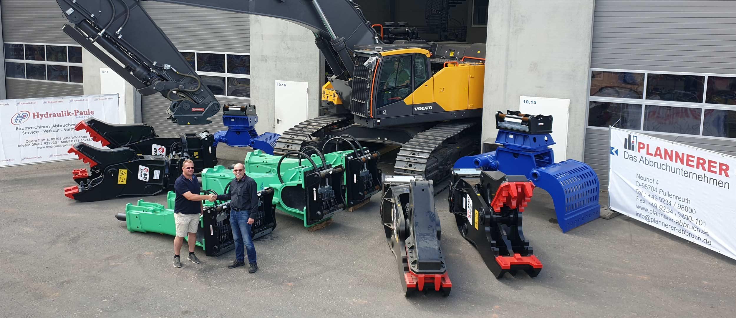 Übergabe von Abbruchwerkzeugen an die Firma Plannerer GmbH